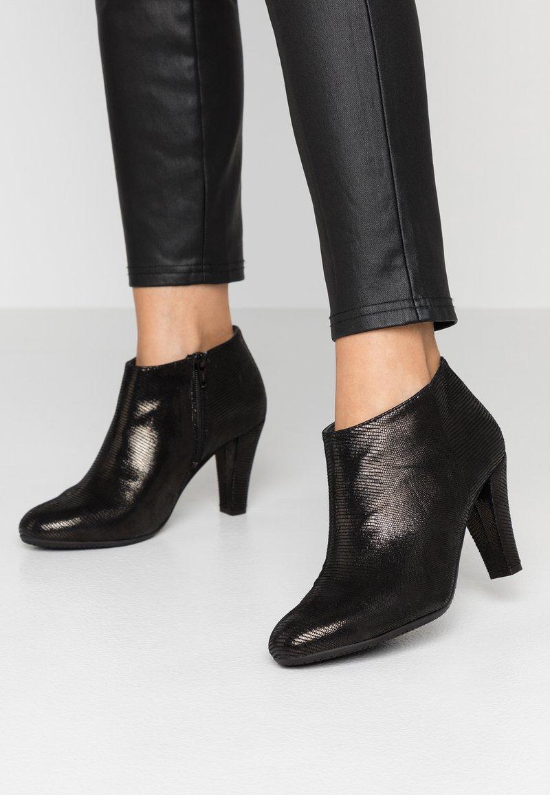 Carvela Comfort - ROSS - Korte laarzen - black