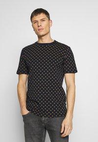 Scotch & Soda - CLASSIC CREWNECK TEE - T-shirt med print - combo - 0