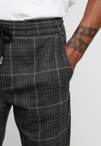 Only & Sons - ONSLINUS CHECK PANT - Trousers - almond - 4