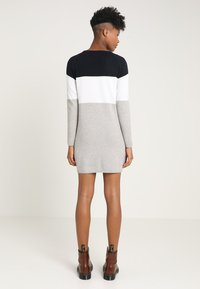 ONLY - ONLLILLO DRESS  - Abito in maglia - night sky/w. white melange/lgm - 2