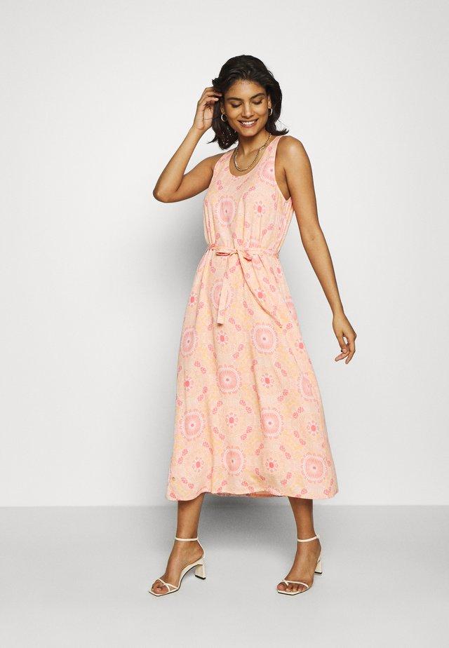 MERRIN VISSA DRESS - Długa sukienka - pink