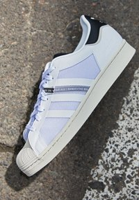 adidas Originals - SUPERSTAR UNISEX - Sneakers laag - footwear white/core black - 2