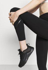 Nike Performance - NIKE ONE 7/8 - Legginsy - black/white - 3