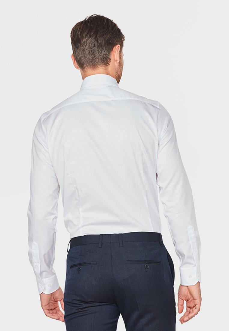 Tulokas Miesten vaatteet Sarja dfKJIUp97454sfGHYHD WE Fashion HERREN-SLIM-FIT Kauluspaita white