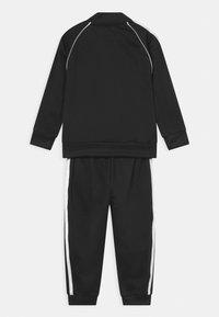 adidas Originals - TRACKSUIT SET UNISEX - Tuta - black/white - 1