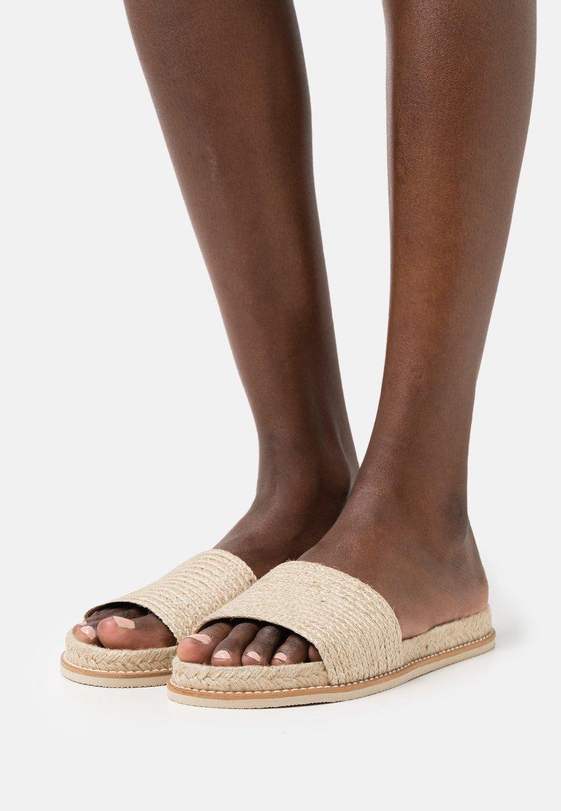 Zign - Sandaler - beige