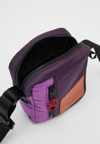 Paul Smith - WOMEN BAG CROSS BODY - Taška spříčným popruhem - purple - 2