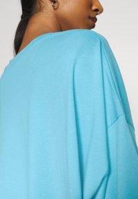 Weekday - HUGE - Basic T-shirt - blue - 5