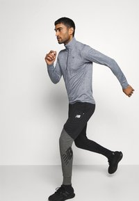 New Balance - FORTITECH QUARTER ZIP - Long sleeved top - lead - 3