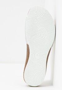 Scholl - BAHAMAIS - Pantuflas - blanc/argento - 6