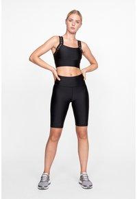 Röhnisch - SHINY BIKE - Shorts - black - 1