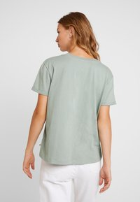 Roxy - SURFINGRHYMA TEES - Print T-shirt - green - 2