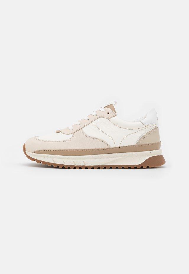 KICKOFF TRAINER NEUTRAL - Sneakers laag - antique cream/multicolor