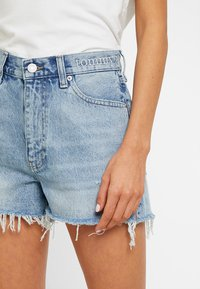 Tommy Jeans - HOT PANT SHORT ADRMR - Denim shorts - light blue denim - 4