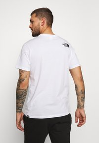 The North Face - RAINBOW TEE - T-shirt imprimé - white - 2
