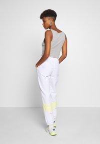 Fila - BAKA - Pantalon de survêtement - bright white/limelight - 2