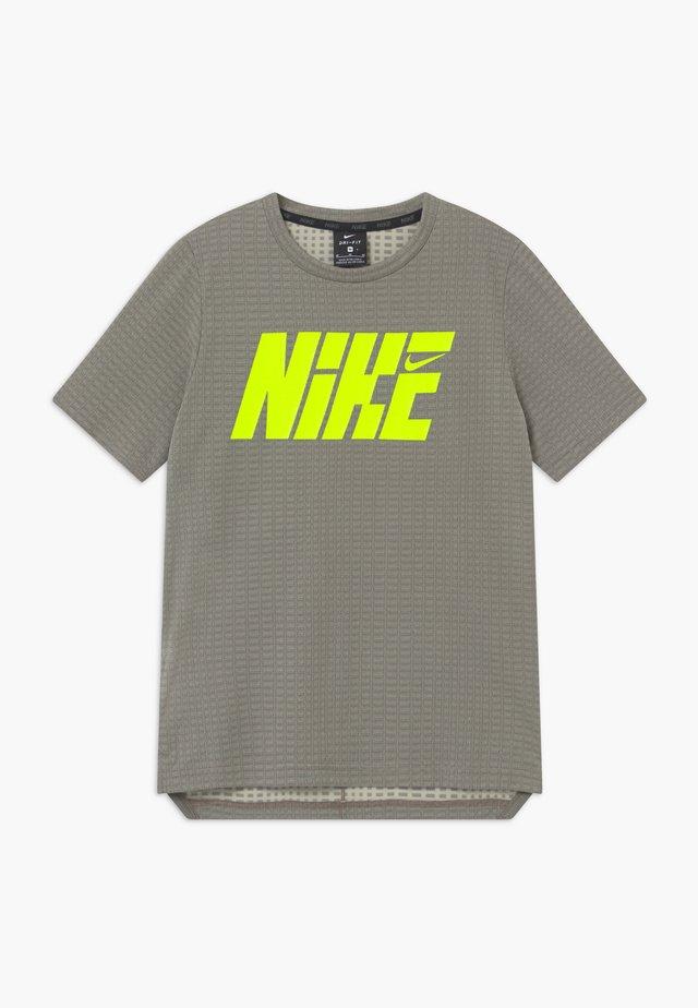 T-shirts med print - khaki/volt