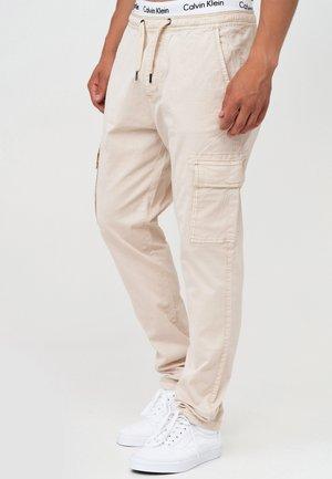 BROADWICK - Pantalon cargo - fog