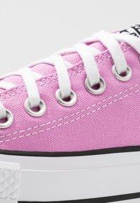 Converse - CHUCK TAYLOR ALL STAR LIFT SEASONAL - Sneakers laag - peony pink/white/black - 2