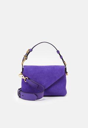 SHOULDER BAG FLAP - Taška spříčným popruhem - blue