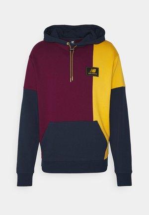 NB ATHLETICS HIGHER LEARNING HOODIE - Sweatshirt - red/dark blue/yellow