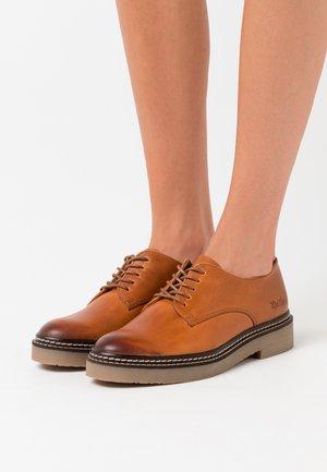 OXFORK - Šněrovací boty - camel