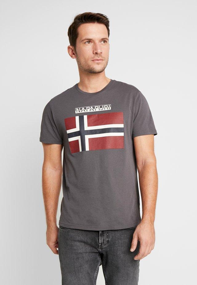 SAXY  - T-shirt con stampa - volcano