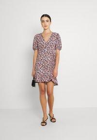 Gina Tricot - MAYA DRESS - Sukienka z dżerseju - pink ditsy - 1