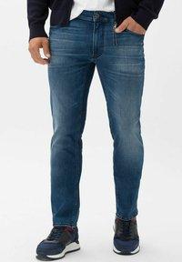 BRAX - STYLE CHUCK - Slim fit jeans - vintage blue used - 0