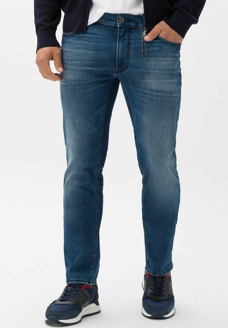 BRAX - STYLE CHUCK - Slim fit jeans - vintage blue used