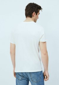 Pepe Jeans - T-shirt med print - blanco off - 2