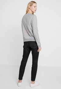 GANT - SHIELD LOGO C NECK - Sweatshirt - grey melange - 2