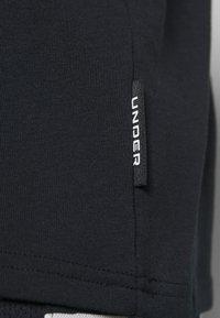 Under Armour - CURRY HEAVYWEIGHT TEE - Sports shirt - black - 4