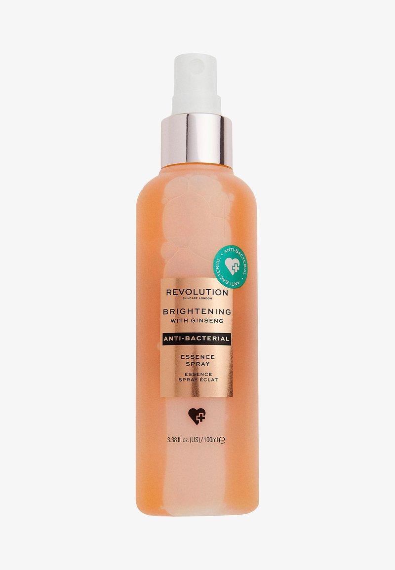 Revolution Skincare - ANTI-BACTERIAL BRIGHTENING ESSENCE SPRAY - Setting spray & powder - -