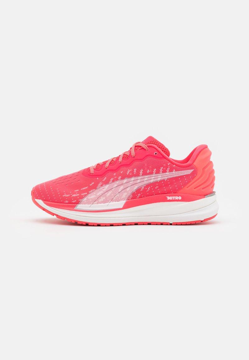 Puma - MAGNIFY NITRO - Neutral running shoes - sunblaze/white