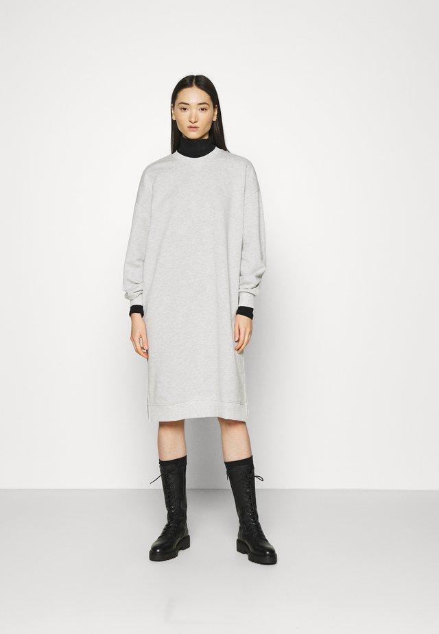 RILEY DRESS - Denní šaty - grey melange