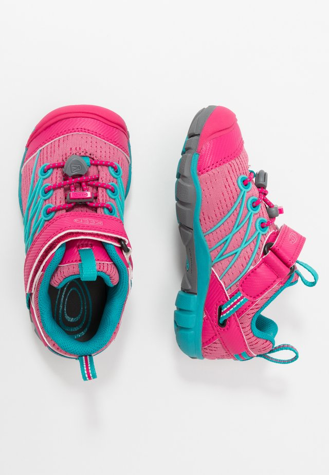 CHANDLER CNX - Chaussures de marche - bright pink/lake green
