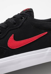 Nike SB - CHRON SLR UNISEX - Trainers - black/university  red - 5