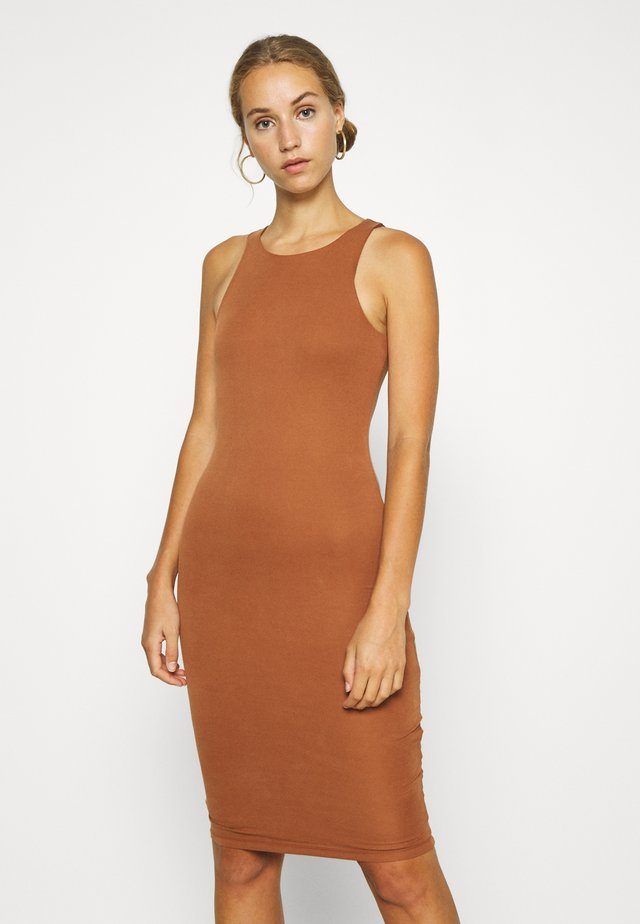 THE BODY SCULPTED MIDI DRESS - Etui-jurk - chai