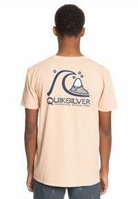 Quiksilver - FRESH TAKE - Print T-shirt - apricot - 2