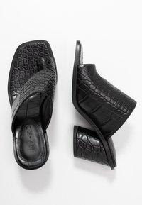 NA-KD - TOE RING MULES BLOCK HEEL - Flip Flops - black - 3