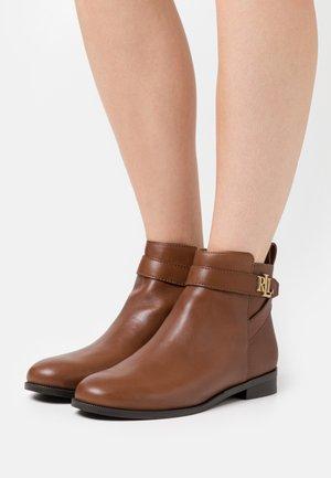 BONNE - Classic ankle boots - deep saddle tan