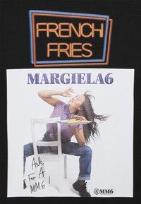 MM6 Maison Margiela - Triko spotiskem - black - 5