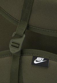 Nike Sportswear - HERITAGE UNISEX - Batoh - khaki - 4