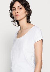 Marc O'Polo - Basic T-shirt - white - 4