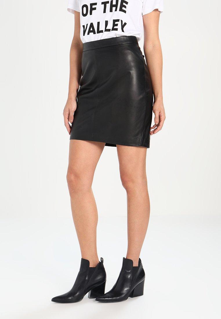 Women BERRY  - Leather skirt