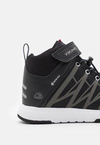 Viking - OPPSAL MID GTX UNISEX - Hiking shoes - black/charcoal - 5