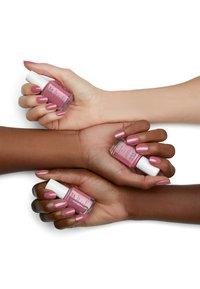 Essie - TREAT, LOVE & COLOR - Nail polish - 95 mauve -tivation - 2
