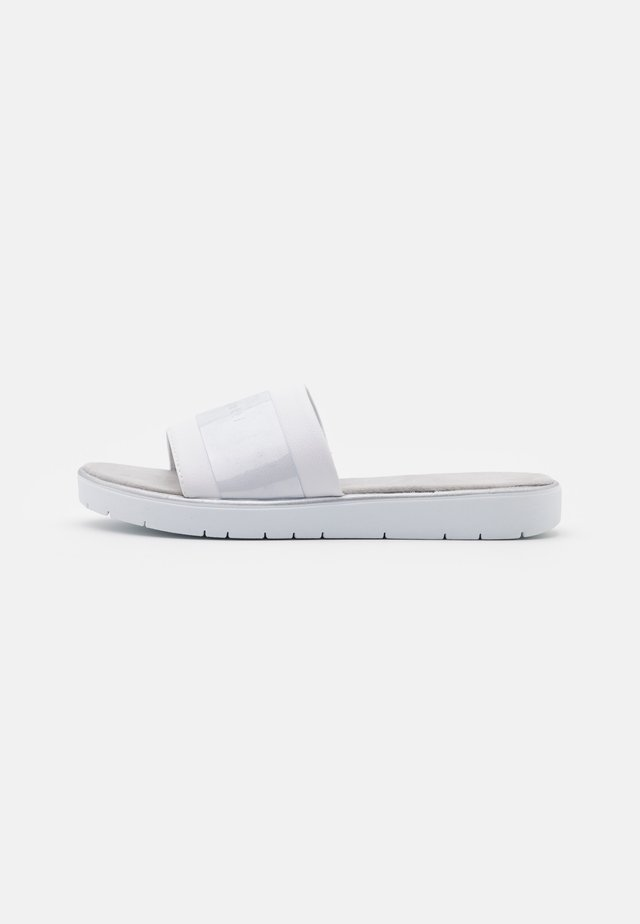 DAKOTA ECO - Sandalias planas - white