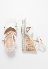 New Look Wide Fit - WIDE FIT PANCY RAND WEDGE - Sandalias de tacón - white - 3